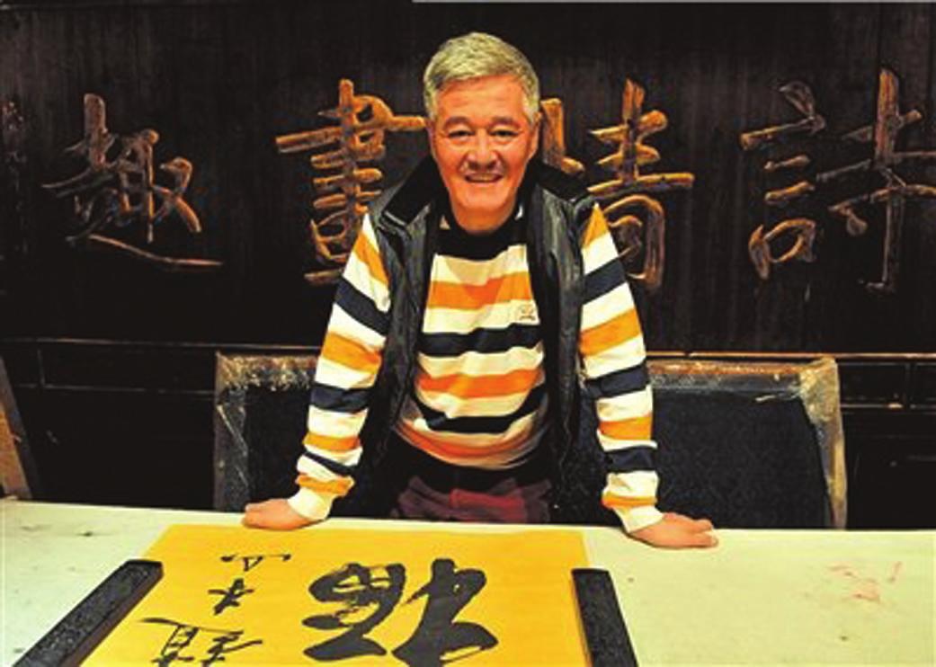 赵本山是不是了_然而这句台词也让宋小宝火了起来,他的师傅赵本山都被他逗乐了.