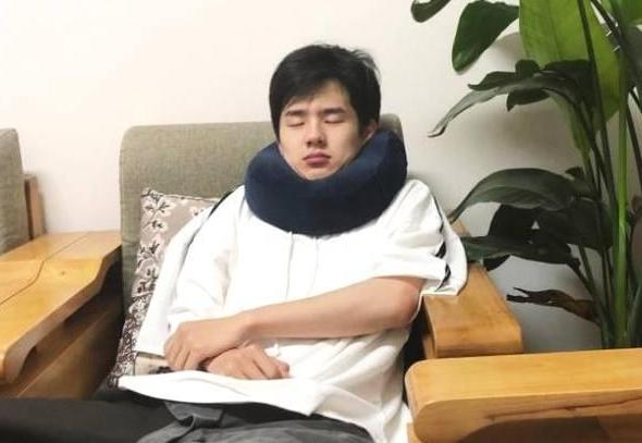 明星睡觉的样子:陈赫霸气,鹿晗乖巧,刘昊然的双下巴太图片