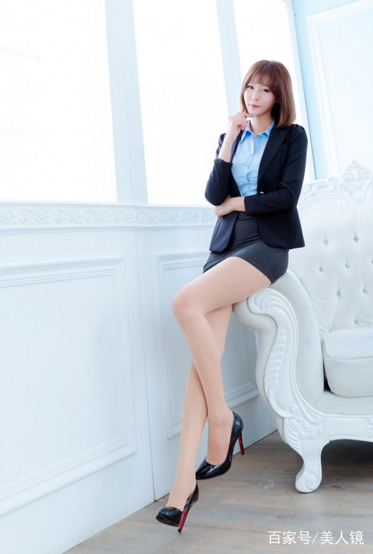 性感写真摄影_美女写真:最美长腿性感包臀裙高跟制服诱惑写真摄影