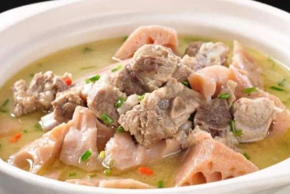 """炖排骨汤用不用""""先炒"""",很多人做错了,难怪汤不鲜,肉不软烂!"""