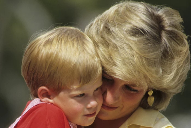 哈里王子和梅根的孩子会取名戴安娜?或受封公主王子头衔
