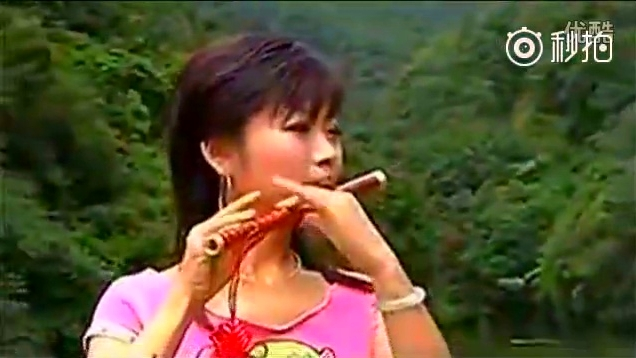 美女笛子独奏《山歌好比春江水》