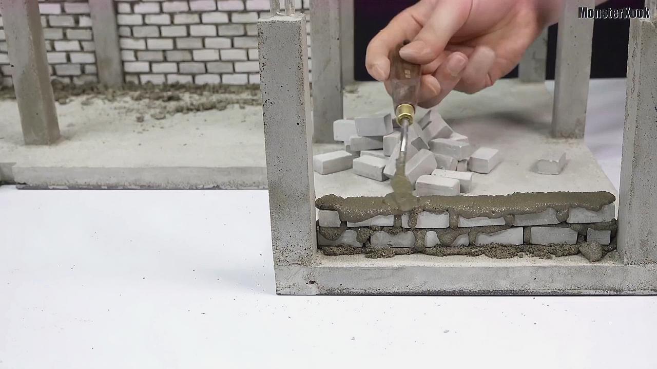 自建房怎么盖?看师傅模拟示范混凝土砖柱和砖墙施工过程