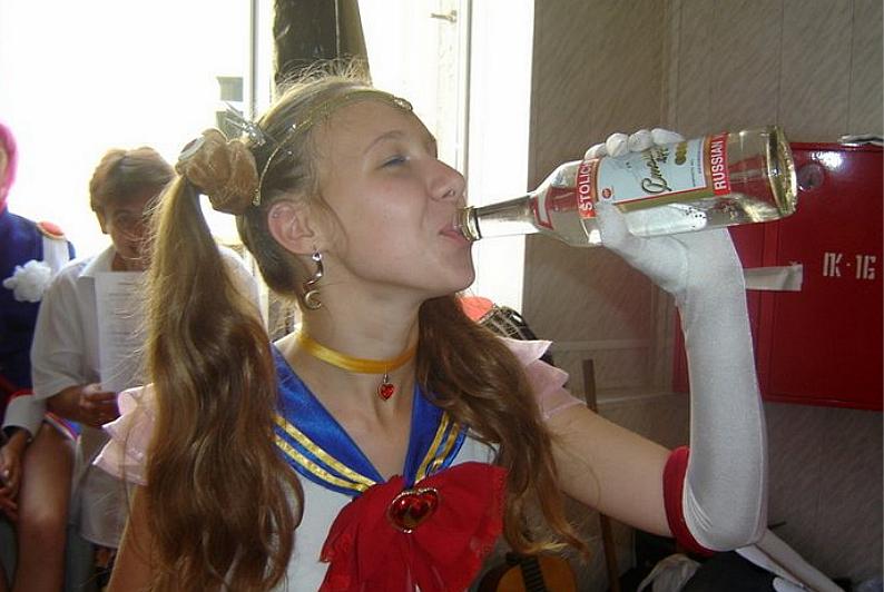 coser背后的颓废生活,《后街女孩》的现实版,俄罗斯妹子最猛了