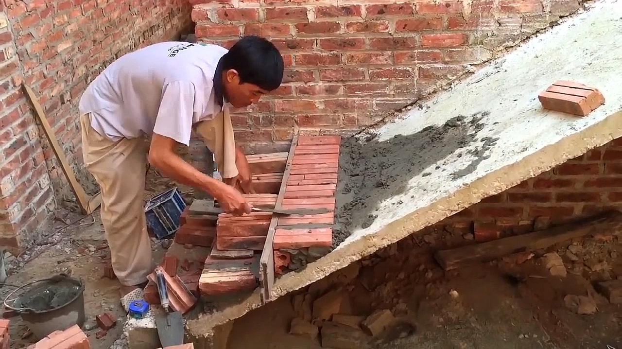 农村自建房楼梯施工工艺,泥工师傅用砖块垒台阶,这手艺太精湛了
