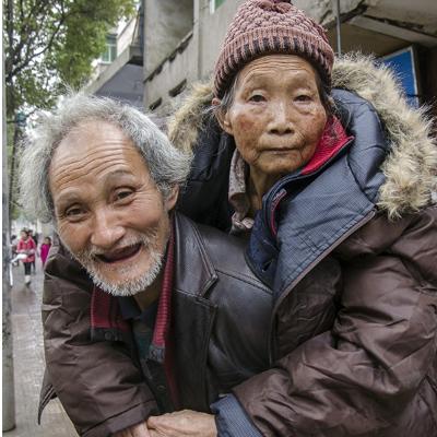 熟肥老夫妻_们是一对年逾古稀的老夫妻,儿女们外出务工去了,留下俩老人在家.
