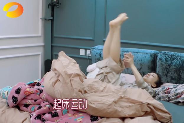 吴昕早起先运动瘦腿,一天只吃一顿饭,坚持减肥惹吴爸爸心疼