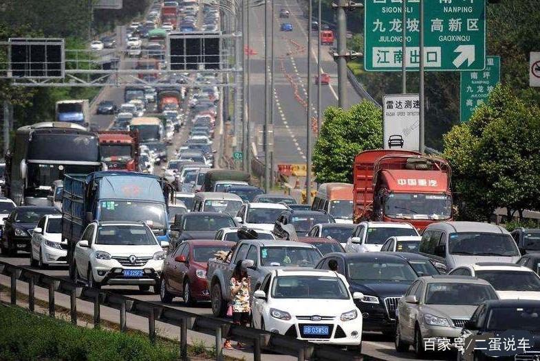清明节高速路免费通行,但这两种车没法享受!车主:不想回家了