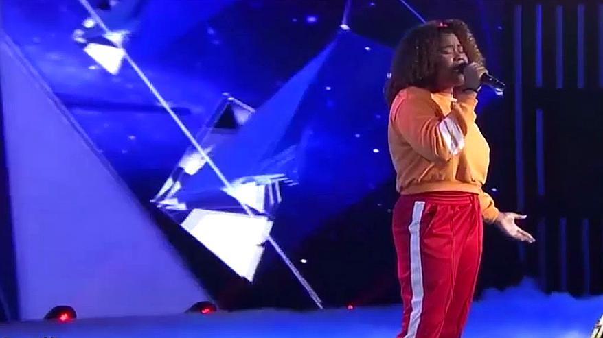 18岁马来女孩上央视,一首《乌兰巴托的夜》天籁嗓音,震惊评委