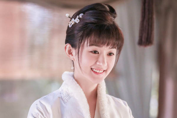 """5岁被誉""""最美童星"""",如今拥有赵丽颖同款圆脸,杨幂同款发际线"""