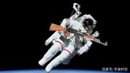 有人说宇航员登月时携带手枪,难道月球上会有危险?