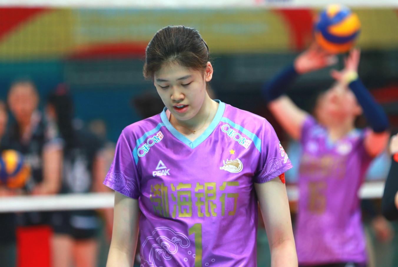 佩服陈友泉就是不换下杨艺 李盈莹的一点攻 保不住天津女排的冠军