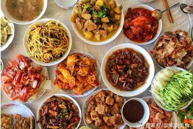 中国年夜饭VS印度年夜饭,差距一目了然,网友:心疼印度3秒钟