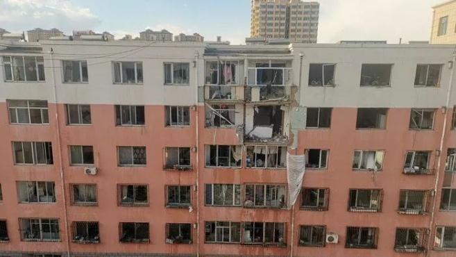突发!呼市海东路联建小区居民楼发生爆炸 已致一人死亡多人受伤