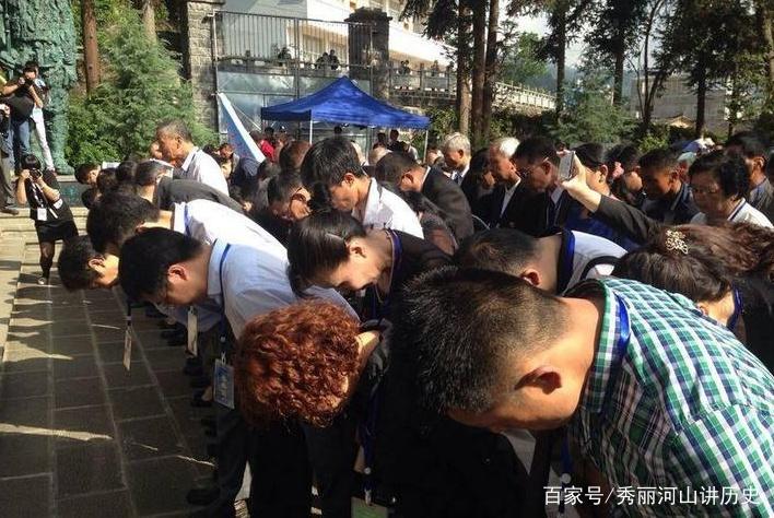 此国埋葬10万中国军人,墓碑倒塌70年无人过问,今英雄归来