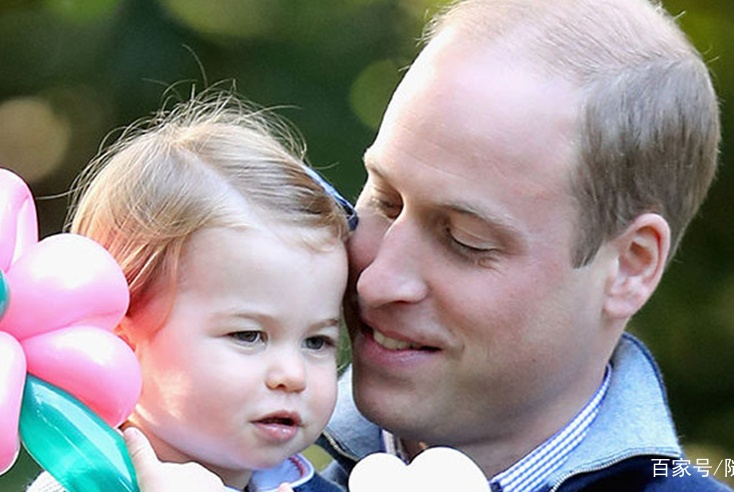 """威廉王子为了帮女儿绑头发看影片苦学,网友找到""""学不会""""的原因"""