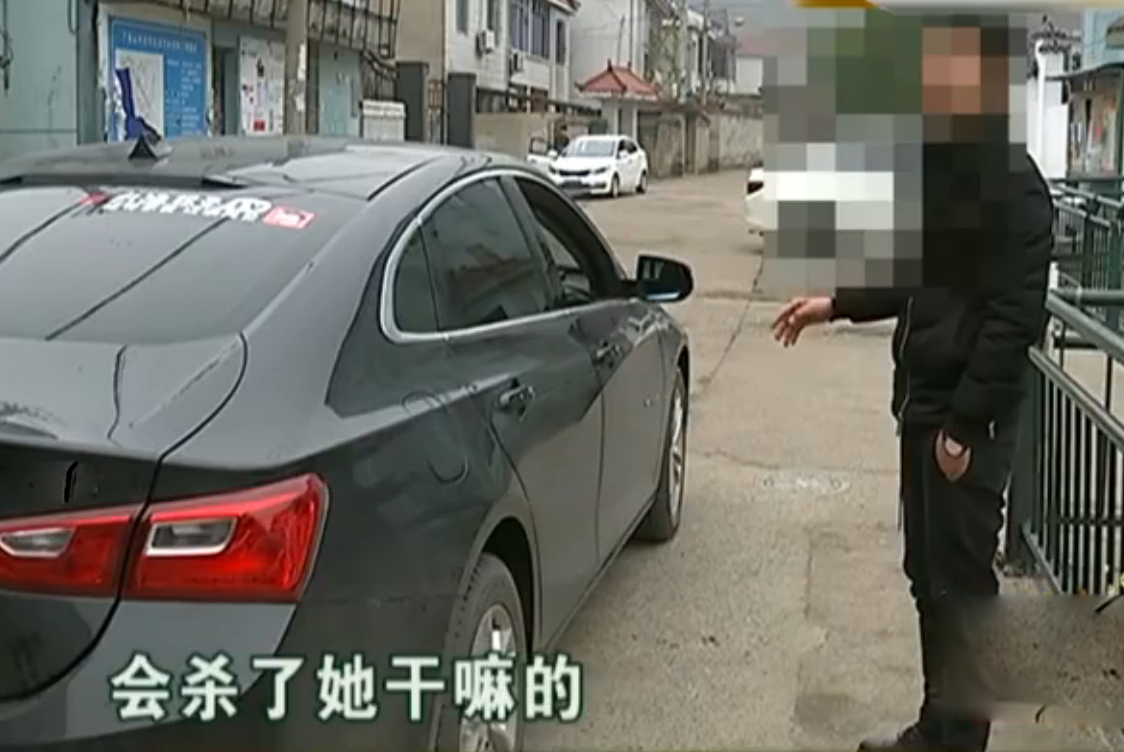 男子开网约车接女乘客,被一辆保时捷撞停,女乘客:他们会杀了我