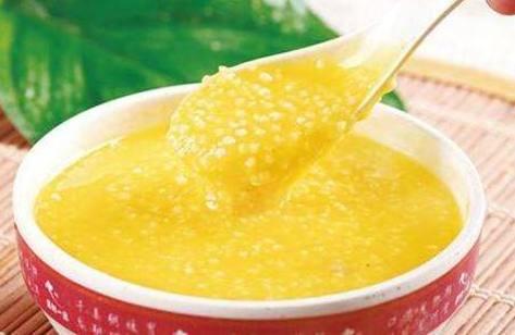 熬小米粥时,要掌握这5点,保证熬出的粥粘稠好喝,出米油