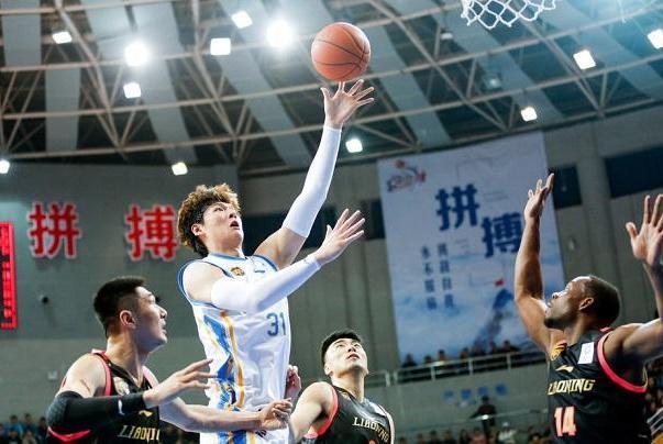 场均28分15板!王哲林昂首告别季后赛,期待国家队再展MVP实力