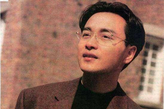 他在失恋中为张国荣写下这首歌,于是香港劲歌的鼻祖式作品诞生了