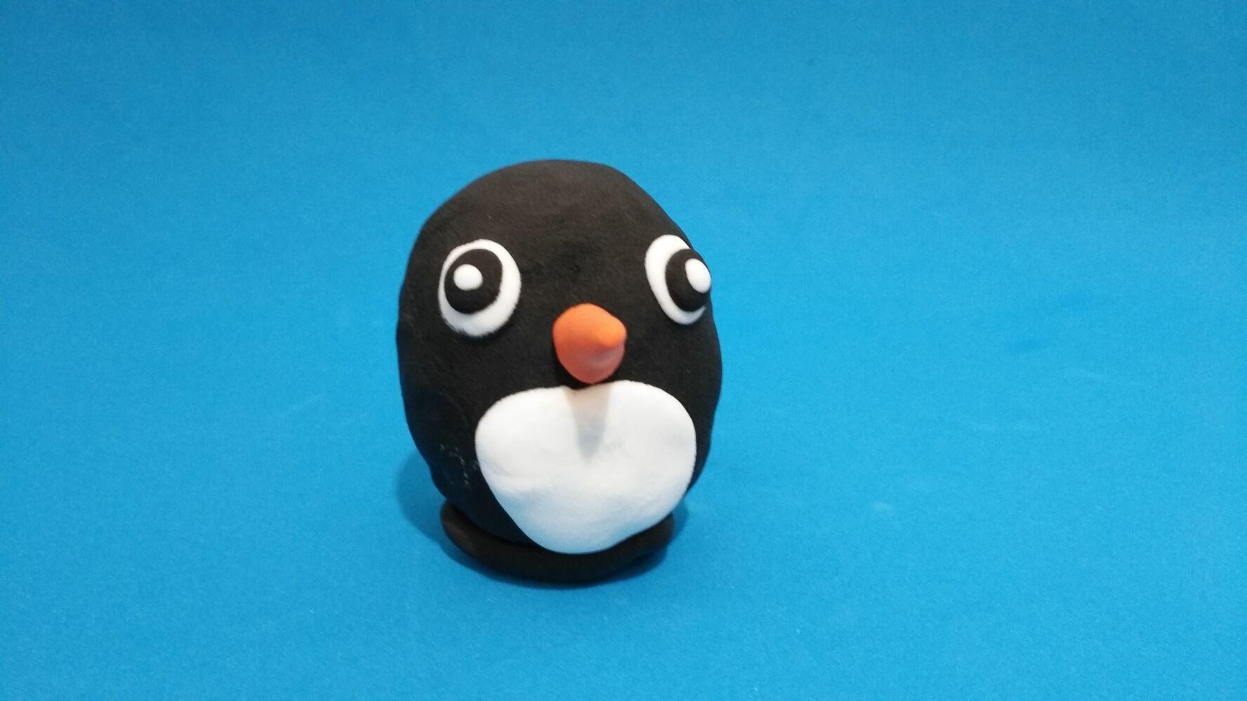 与孩子一起用轻黏土做出快乐的小企鹅,呆萌十足(附