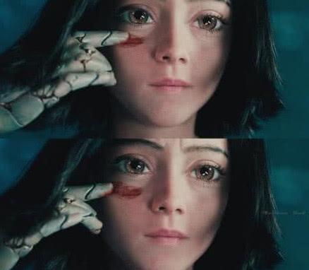 大大的眼睛,刚毅的眼神,随后这个阿丽塔的表情包也出来了.图片