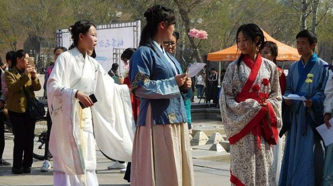每日一笑:穿汉服去看樱花,结果被误认为日本人,和服汉服分不清