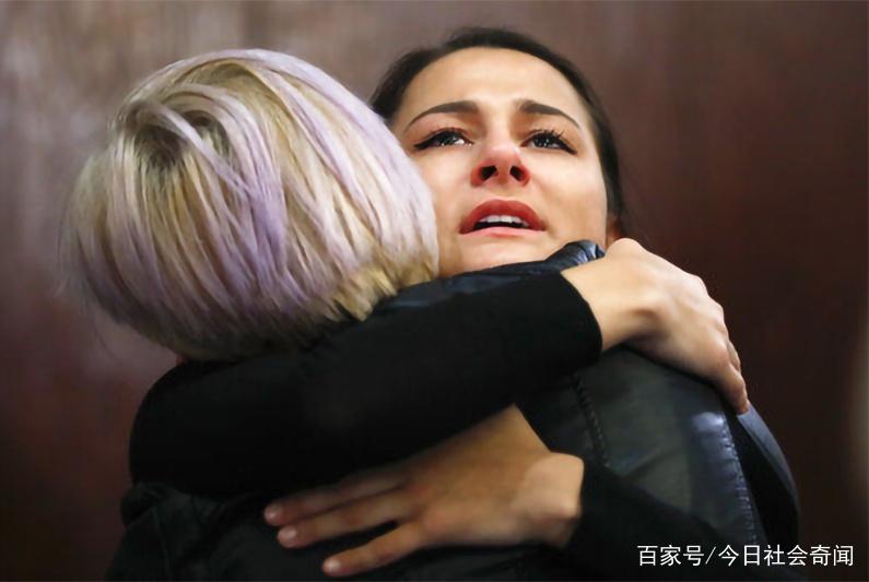 美国女大生被3名校篮球队员性侵,大学辅导员警告她不要报警!