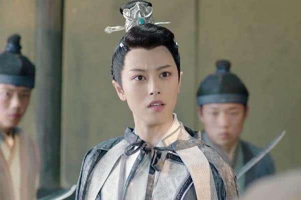 《小女花不弃》讲的故事是圣女传人花不弃和小王爷陈煜之间的爱恨