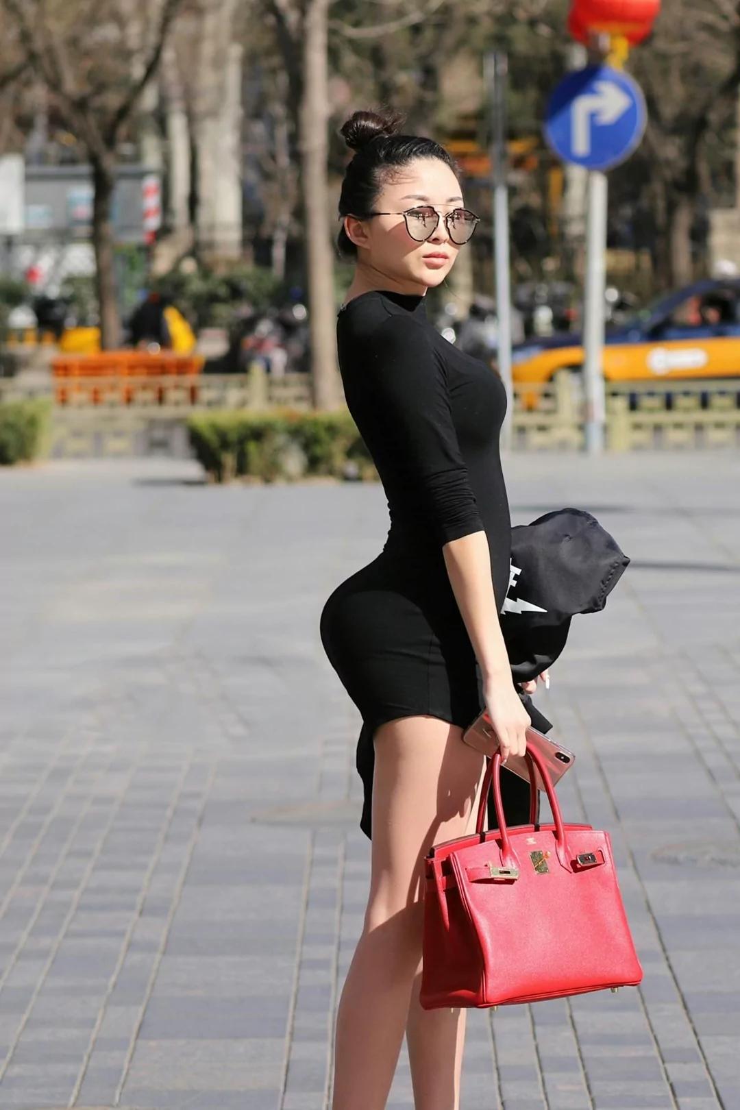 亚洲丰满少妇论坛_街拍:圆润丰满的美少妇,身材前凸后翘,性感到不敢直视