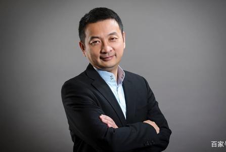 实力不输马云,他坐拥2家美国上市公司,还投资了300多家企业