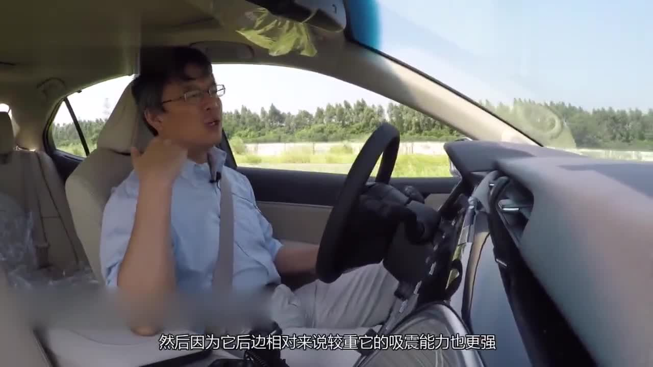 丰田新凯美瑞动态测评,详解油电混合版区别到底在哪里
