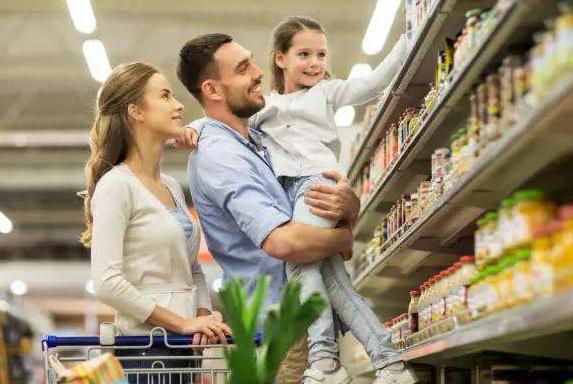 宝宝到了3岁的时候,多带他逛逛超市,可能有想不到早教效果!