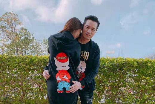 结婚两年的安以轩报喜已经怀孕,网友:就喜欢这种有啥说啥的明星