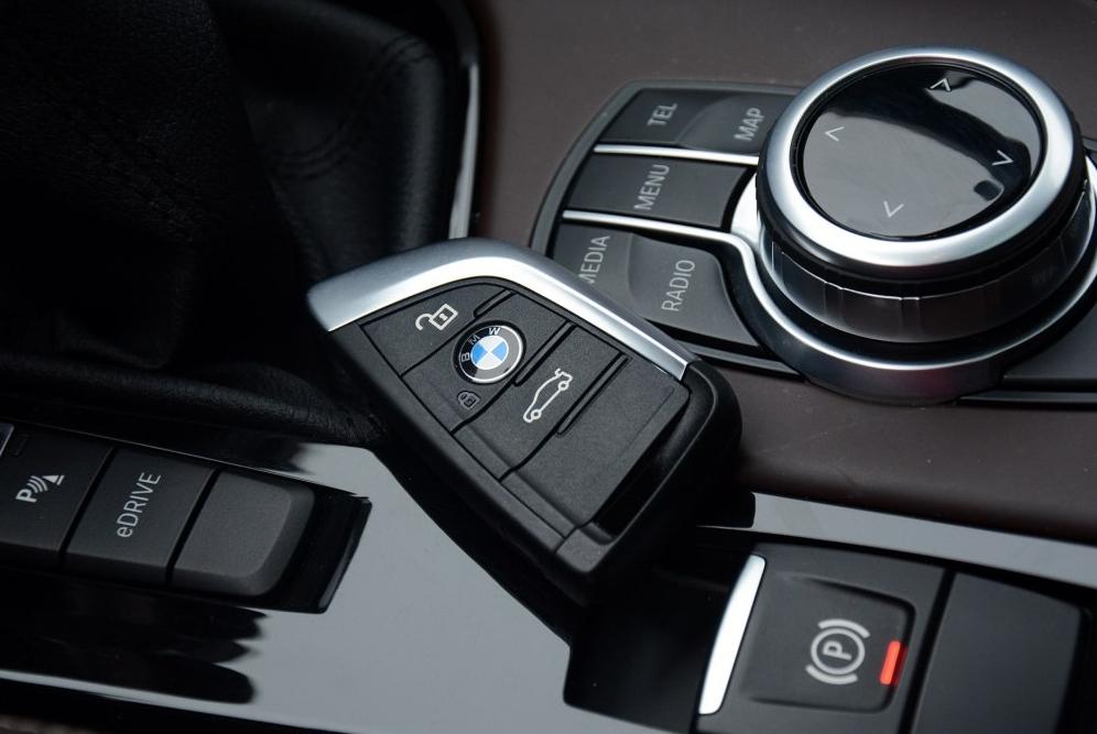 这宝马SUV和X1一个价,标配四驱油耗仅1.8L,2月份才卖出81台