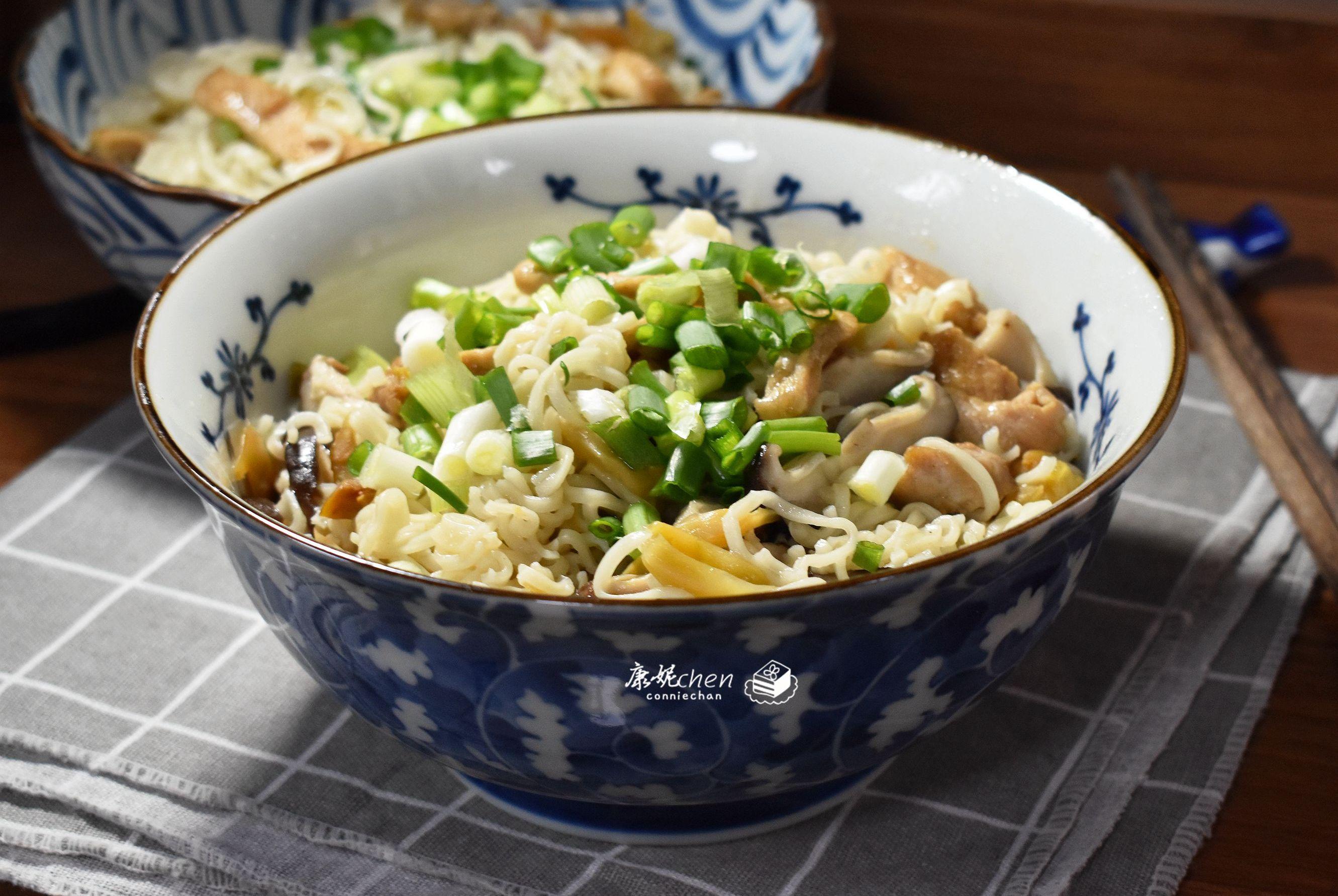 这碗面鲜香味美,做法简单,上桌5分钟吃个精光,汤汁一滴都不剩