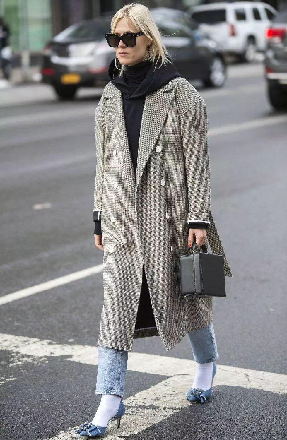 卫衣搭配什么外套_秋冬卫衣就该这么穿!一件搞定所有外套的搭配,风度
