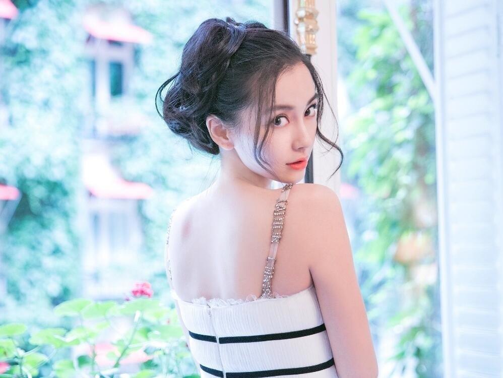 艳熟母_京东老板娘奶茶妹妹浓妆艳抹,画风突变,网友感叹:和杨颖很像
