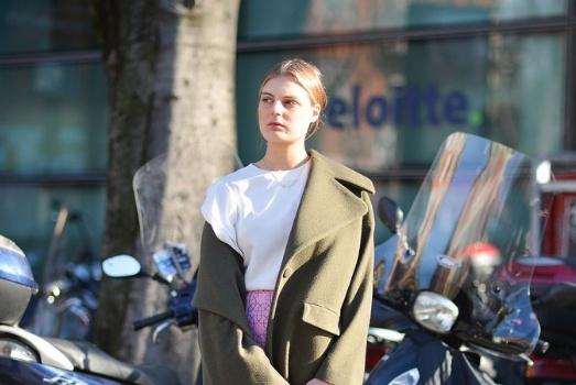 面对不好穿的欧美风,只要学会这4点,普通女孩也能穿成街拍达人