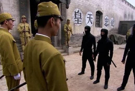 抗日神剧再添新武器,不仅有瞬移忍者,大号弹弓都能当掷弹筒!