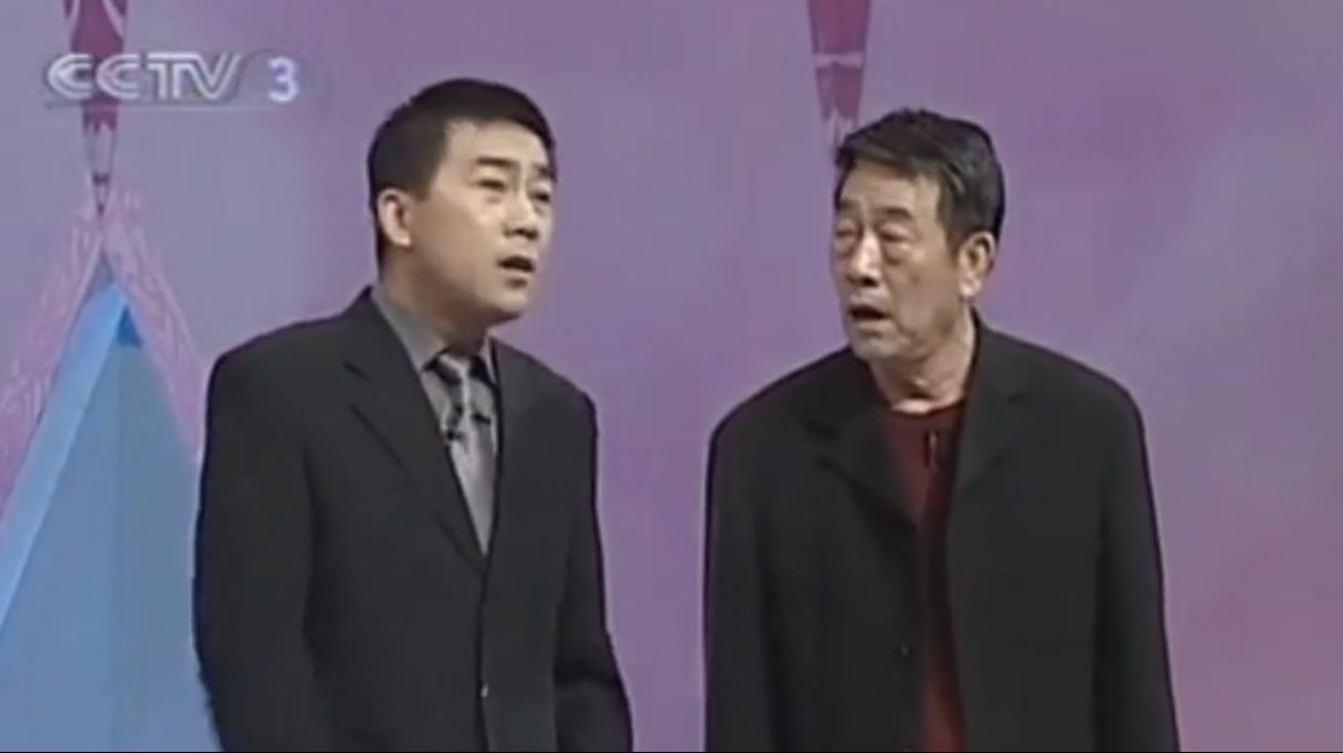 杨少华真不愧是相声大师,这相声真是太经典了,台下观众欣然鼓掌