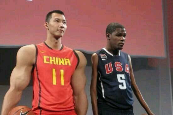 NBA假图:詹姆斯把球捏扁,易建联秒杀杜兰特,周琦这张过分了!