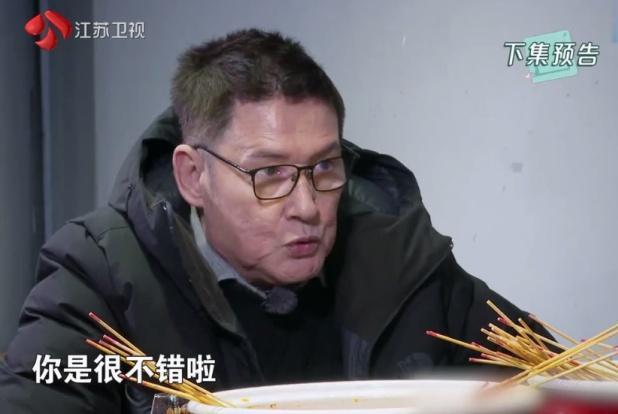 郭碧婷父亲变身向佐爸爸,两人相约吃串串,郭爸的话被指很真实