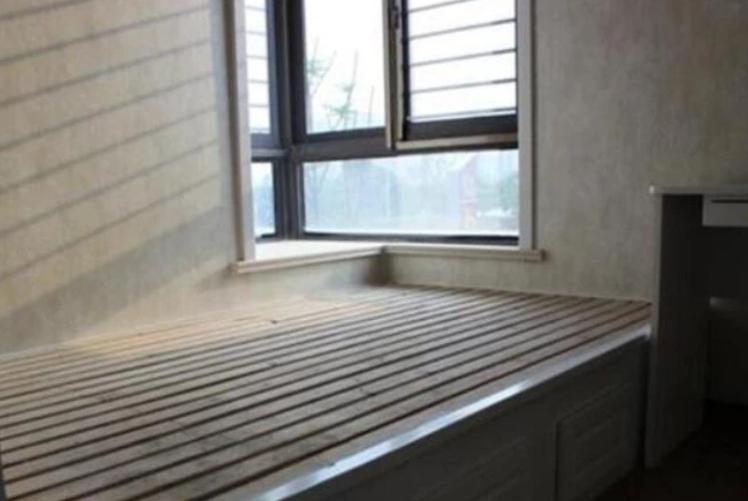 请木工做一个榻榻米要800块,而邻居这样做,却只花了400块
