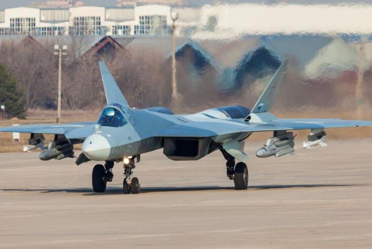 今年将接装首架量产苏57,网友问:俄战机设计水平,已落后中国?