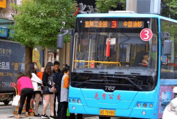 中国第一个公交车免费的城市,到现在已经11年,老百姓纷纷赞赏