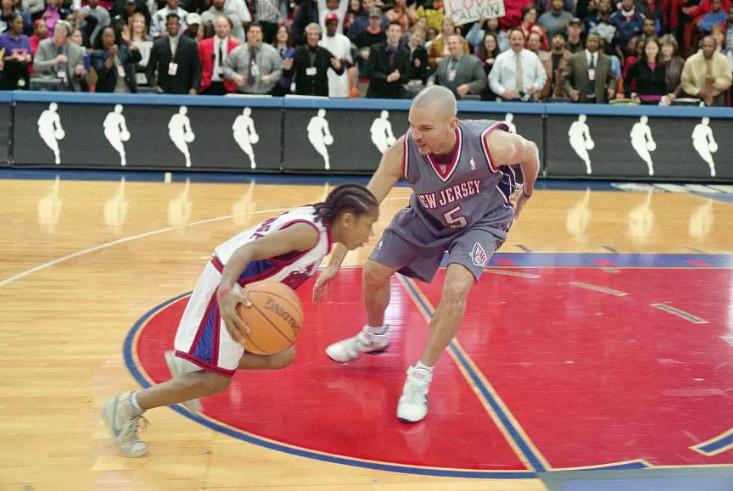 穿上鞋子,他是乔丹,脱下鞋子,他依旧是NBA职业球员