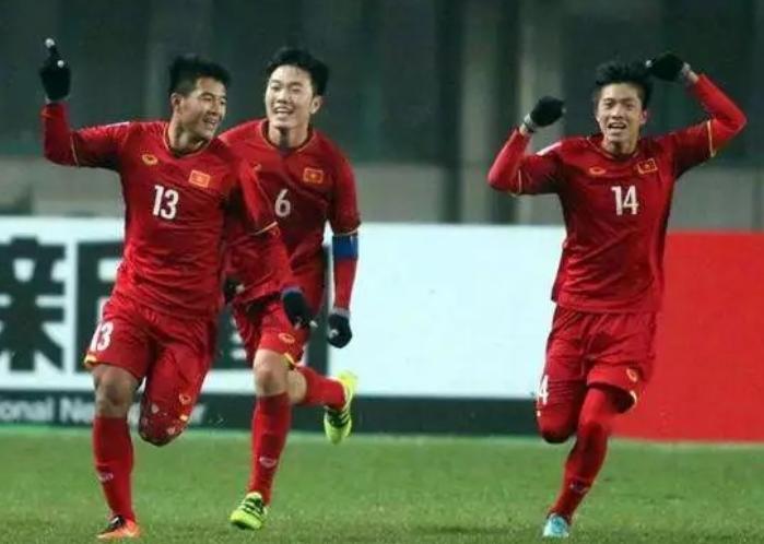 国足好都雅看!越南国奥4-0狂胜泰国队,用实力证中国足球已掉队