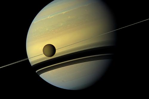 """宇宙之大,无奇不有!科学家发现土卫六可能是""""香喷喷""""的"""
