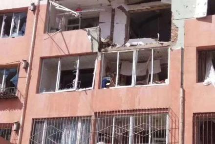 呼市一居民楼疑天然气爆炸致1死2伤 有人被炸出楼外